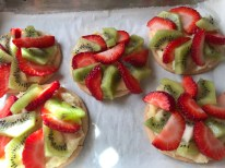 Mini Strawberry And Kiwi Summer Fruit Pizzas (22)