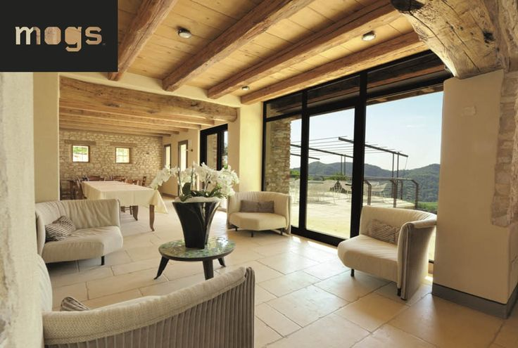 Agritourismo Relais Dolcevista lobby with white furniture, beamed wood ceiling and large windows
