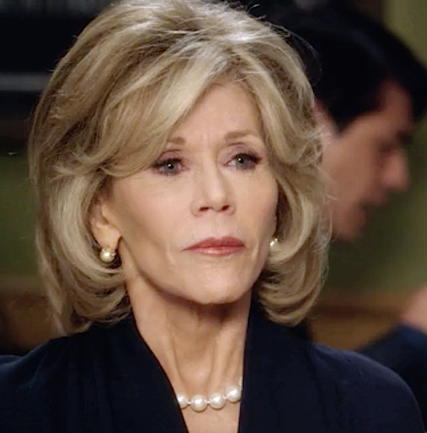 Grace and Frankie Jane Fonda in pearls and dark blue dress