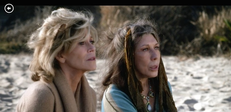 Grace and Frankie Lily Tomlin and Jane Fonda beach