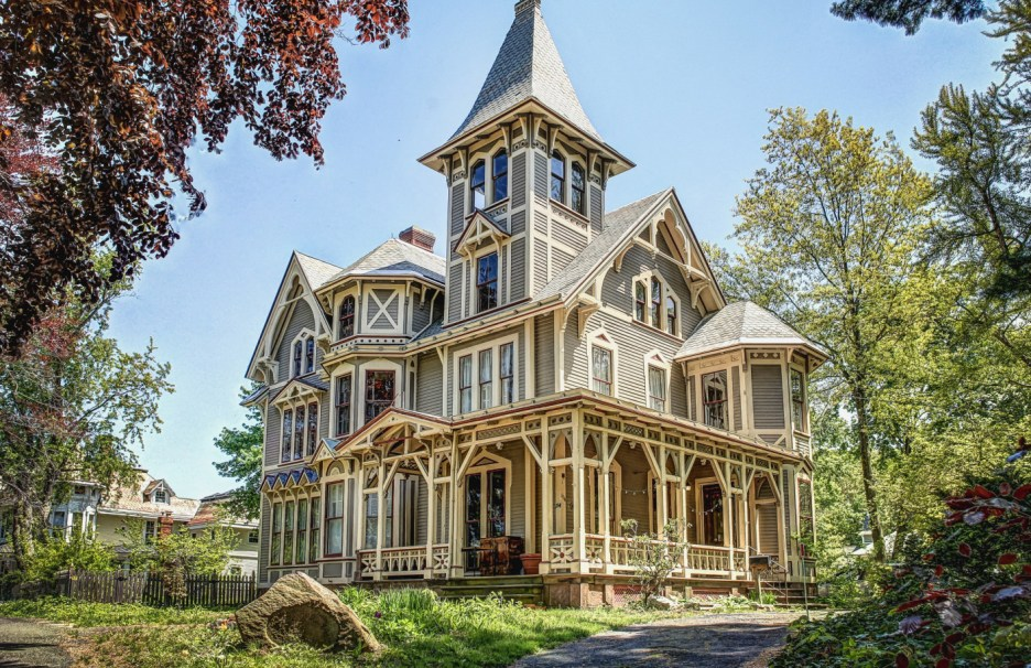 Gothic Chetstone House in New Haven, Connecticut, on the market via William Pitt : Sotheby's International Realty met Gala