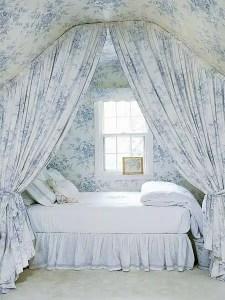 Blue toile bedroom wallpaper drapery sleeping nooks