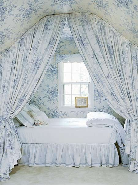 Blue toile bedroom wallpaper drapery sleeping nooks