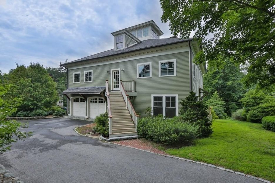 Newburyport modern carriage house conversion Andrew Sidford Architect Exterior 4