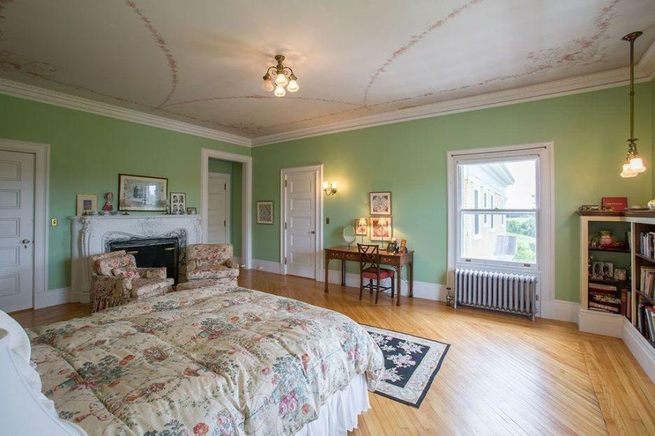 Burklyn Hall green bedroom