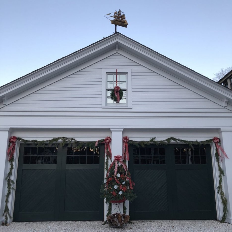 290 High Street Newburyport Christmas decorations white house garage ship weathervane
