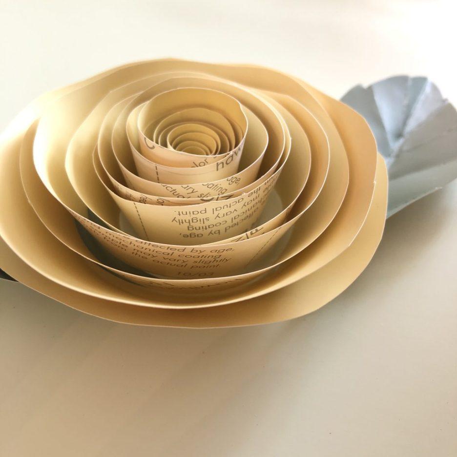 Linda Merrill ranuncula 3 paper flowers