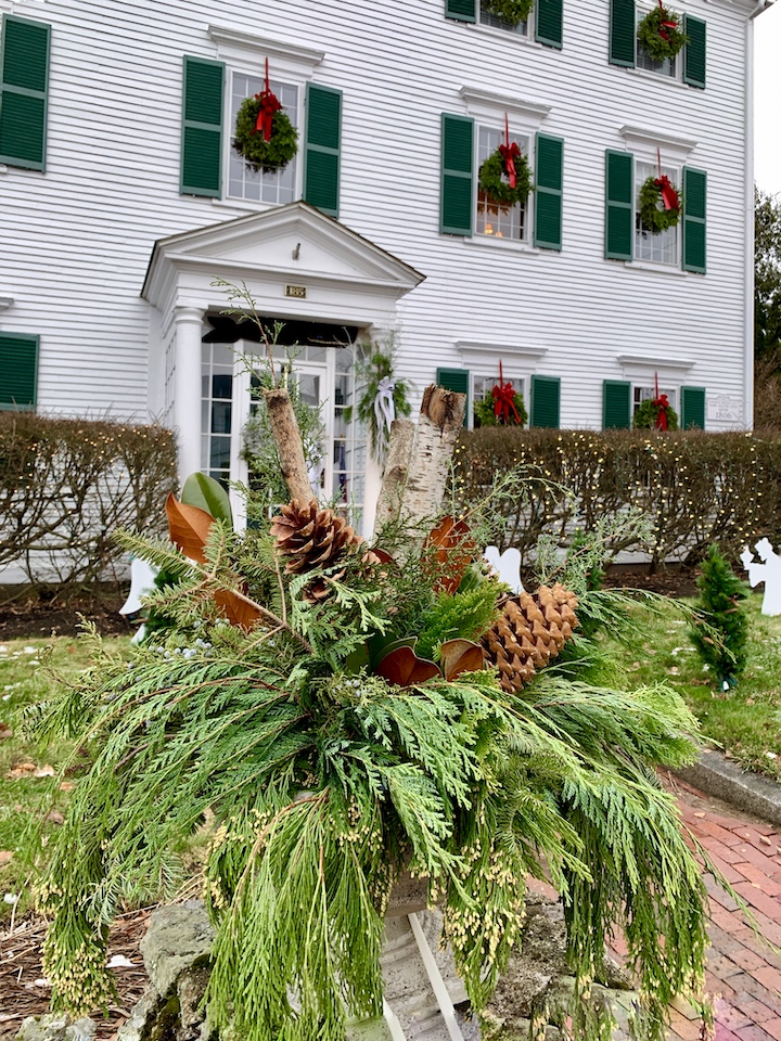 Newburyport 2020 Holiday House Tour White Federal High Street arrangement
