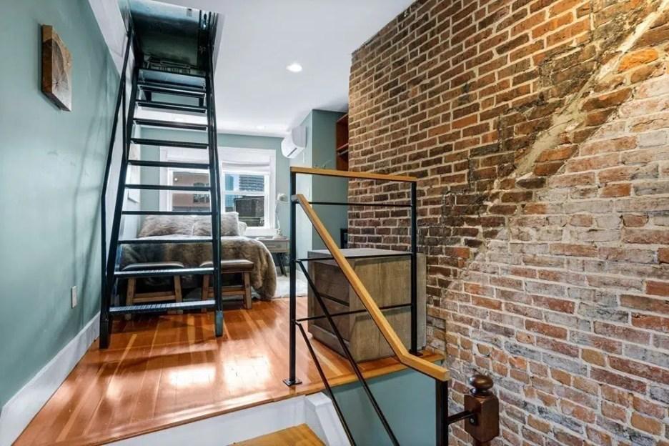 44 Hull St Boston Skinny House Spite House bedroom