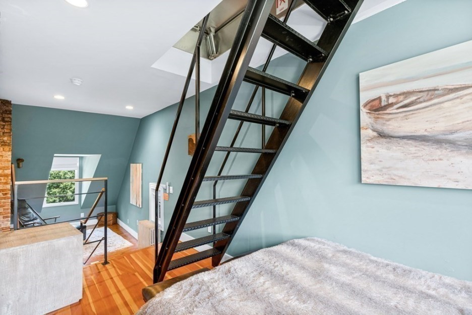 44 Hull St Boston Skinny House Spite House stairs to attic 4th floor