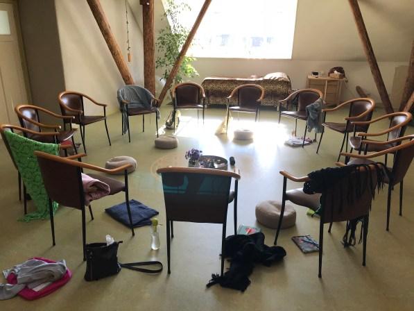 Afbeelding van kring van stoelen