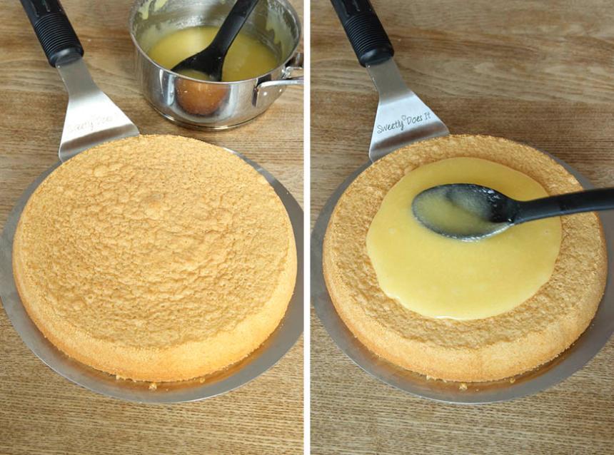 4. Bred ut glasyren på kakan.