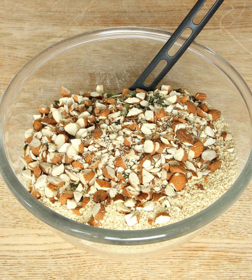 1. Sätt ugnen på 200 grader. Blanda alla torra ingredienser i en skål.