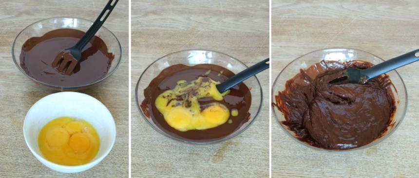 4. Smält chokladen över vattenbad. Låt den svalna. Rör ner äggulorna i chokladen.