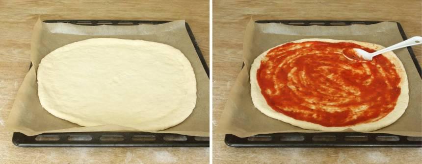 3. Bred ut pizzasåsen på degen (lämna 1–2 cm i kanterna).