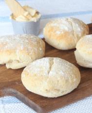 Baka goda frukostfrallor med bakpulver som inte behöver jäsa –klicka här för recept!