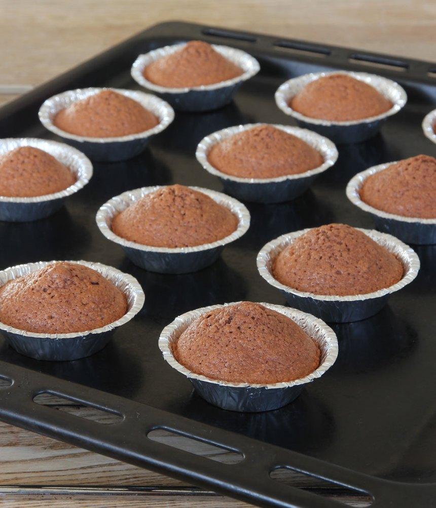 4. Grädda muffinsarna mitt i ugnen i ca 10 min.
