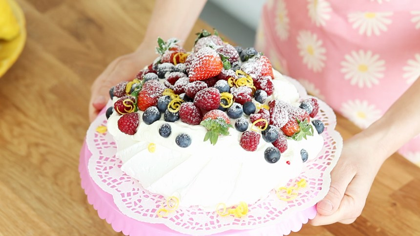 Lyfter tårtan