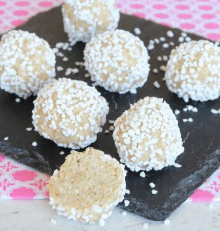 Vita chokladbollar som är ljuvligt goda –klicka här för recept!
