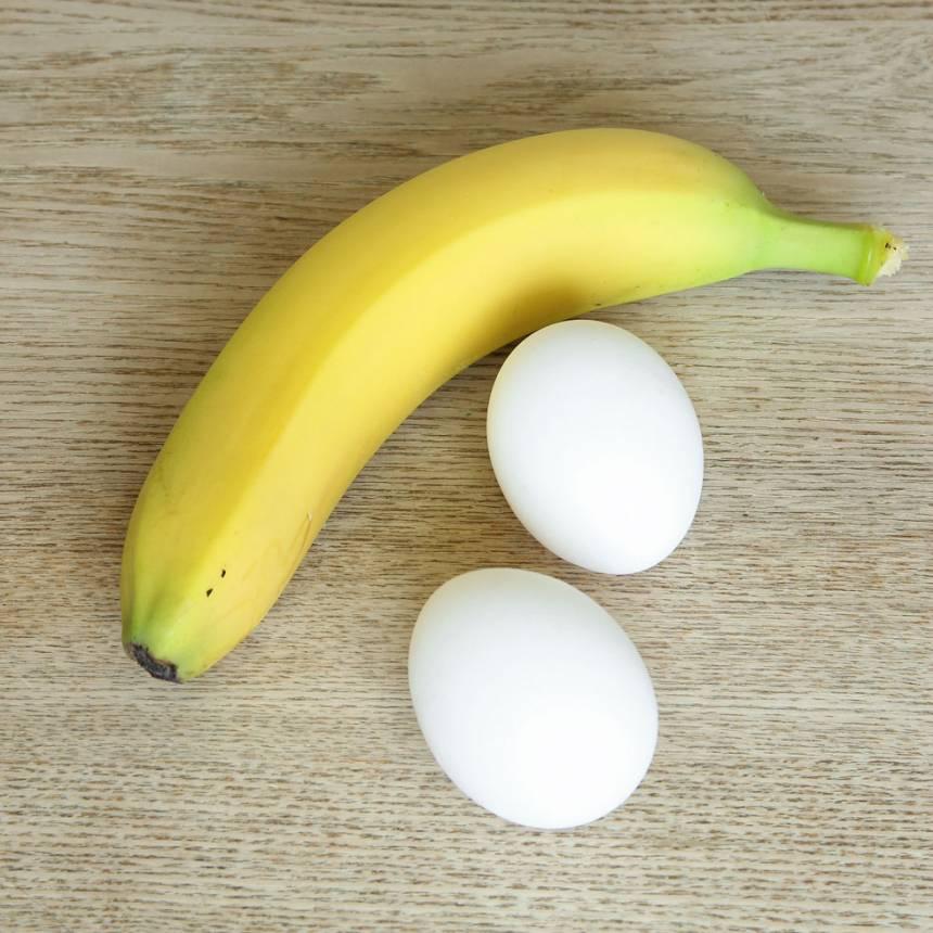 1. Ta fram banan och ägg.