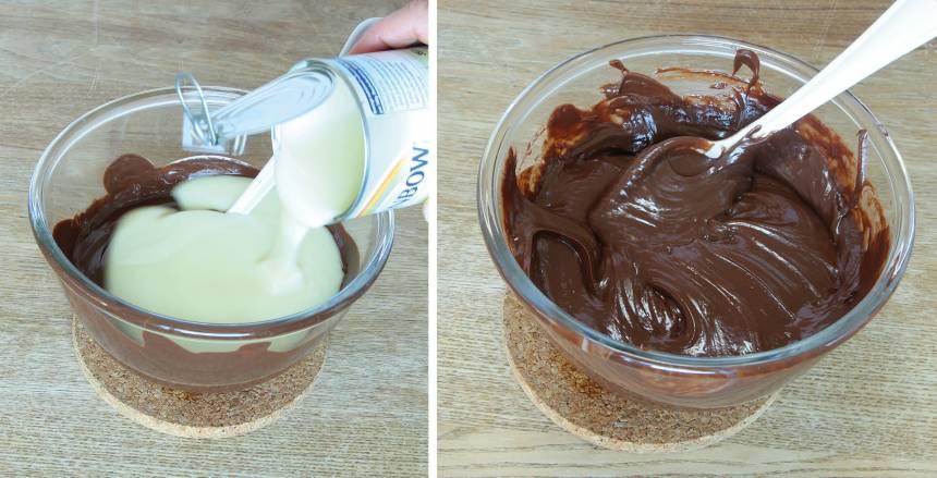 2. Smält chokladen och smöret i en skål över vattenbad. Tillsätt den kondenserade mjölken och rör om ordentligt.