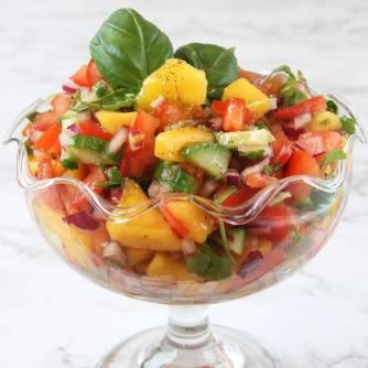 Gör en fräsch, nyttig mangosalsa med vinägrett. Klicka på bilden för recept!