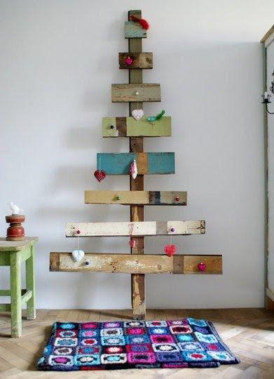 Juletre med fargede planker