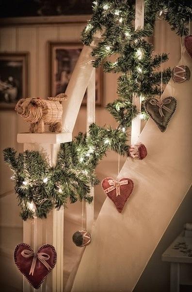 Koselig pyntet trapp til jul