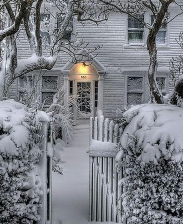 inngangsparti snø og julestemning