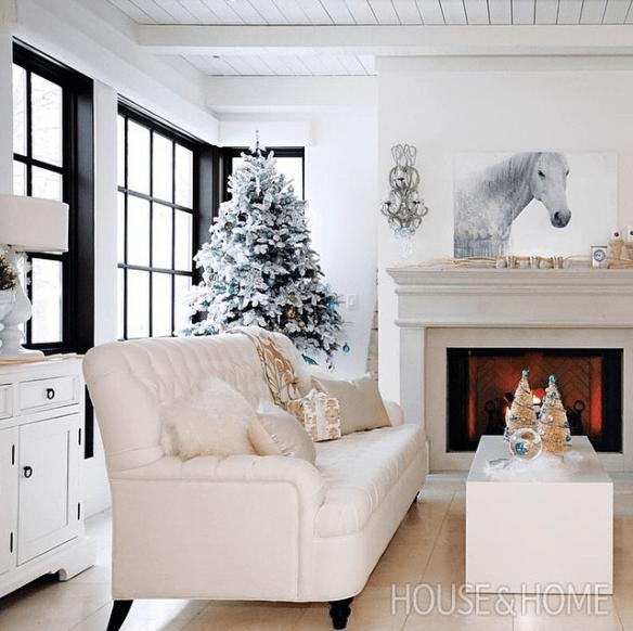 hvit jul juletre med snø på