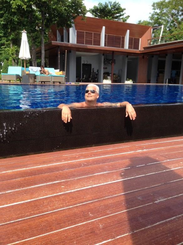 Akira Geir i bassenget Koh Lipe