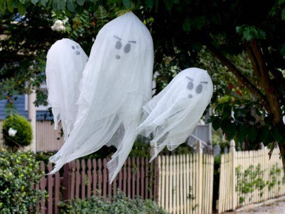 Halloween dekorasjon av ballonger og tekstil