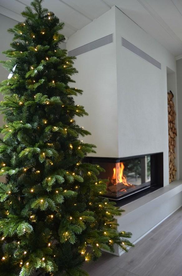 kunstig-juletre-240-cm-med-450-varmhvite-led-lys-woweffekt