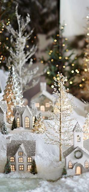 julelandsby-gull-og-solv-med-lys