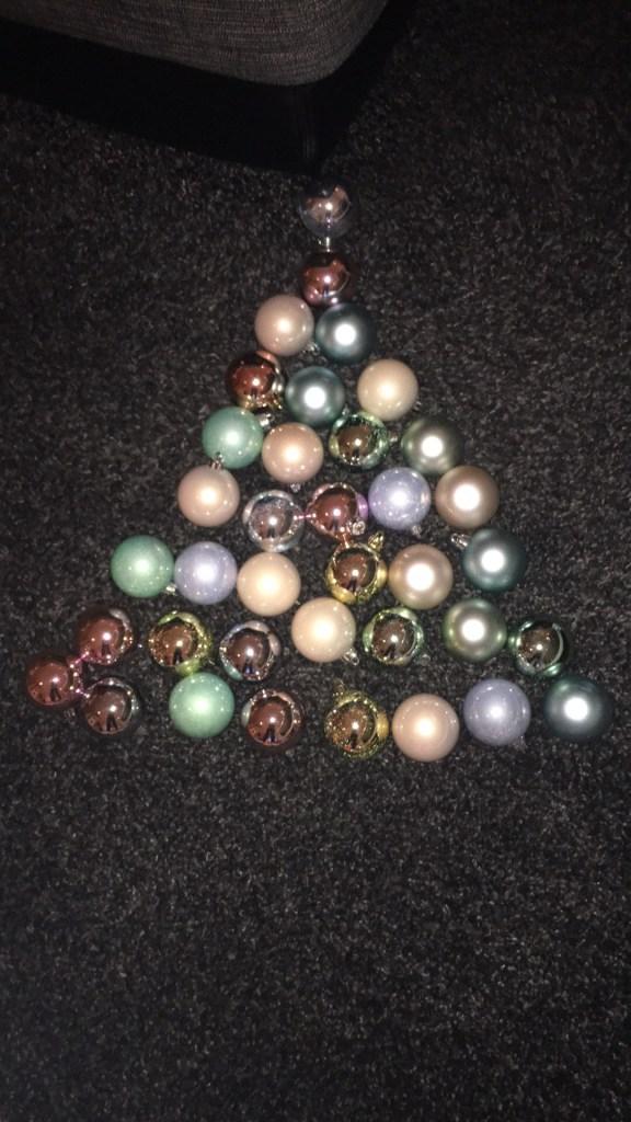 julekuler-til-juletre-pa-vegg