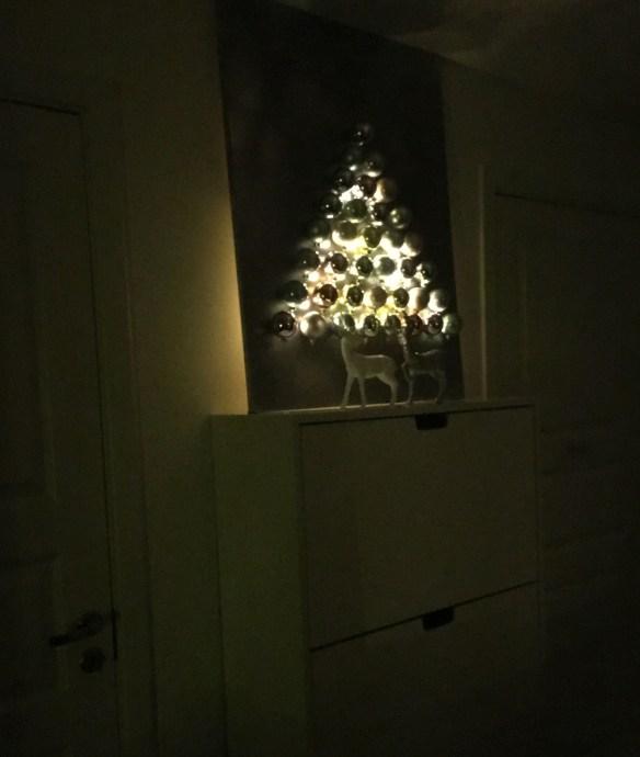 juletre-ramme-vegg-julekuler-lyslenke