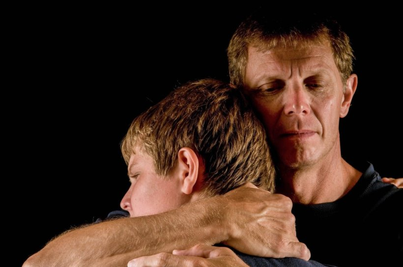 5 steps to helping kids with emotion:How do you help kids settle and problem solve when challenges make them emotional? 5 steps recommended by psychologists that promote emotional growth.