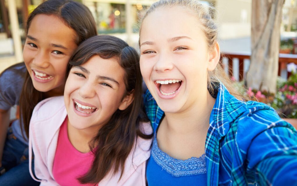 Talking to Kids About Healthy Friendships (with useful download)