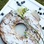 Melleņu jogurta kūka ar mandeļu garoziņu
