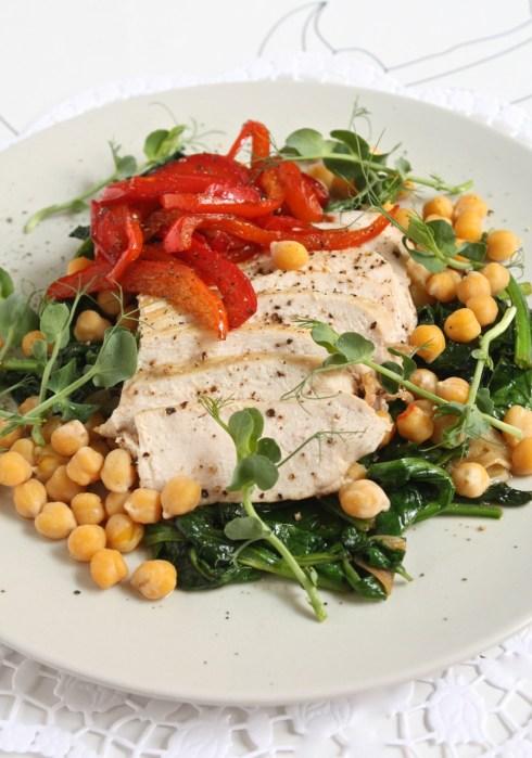 Spinātu, vistas un auna zirņu salāti - 17