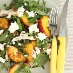Vistas un persiku salāti ar sinepju mērci