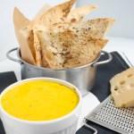 Ātri pagatavojami lavaša čipsi ar Ementāles siera mērci