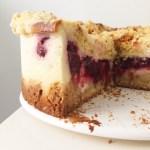 Biezpiena kūka ar ogu-rabarberu pildījumu