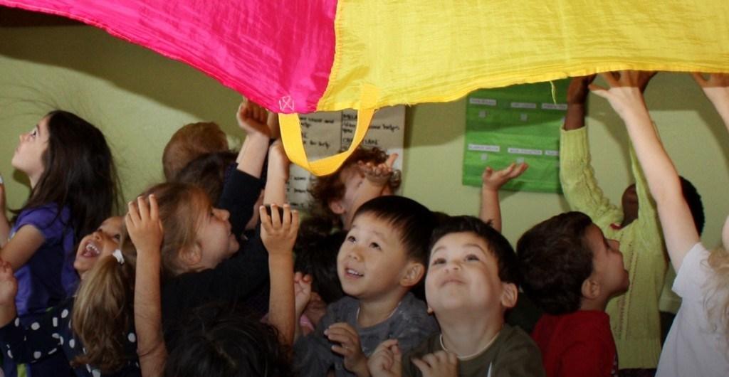 Kinderbetreuung, spielende Kinder