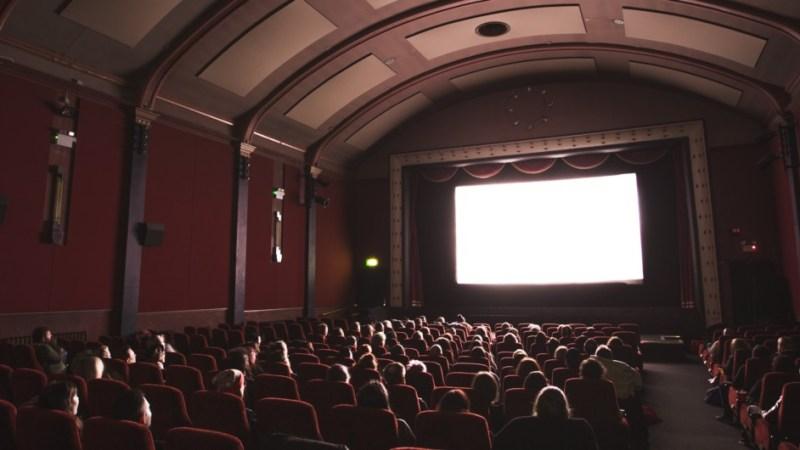 Kinosaal während Vorführung