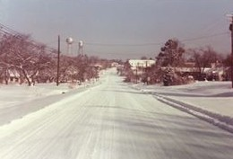 Snow in Linden in 1980s. Photo courtesy of Jerry and Patricia McKellar