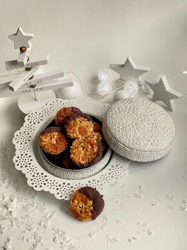 Florentiner in Schmuckdose  mit weißer Weihnachts-Dekoration
