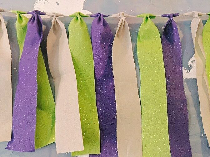 Learn How to Make Toy Story Ribbon Garland, either Buzz Lightyear or Woody themed, for your Toy Story Party. A simple and fun decoration that can be used anywhere! #toystoryparty #toystory #ribbongarland