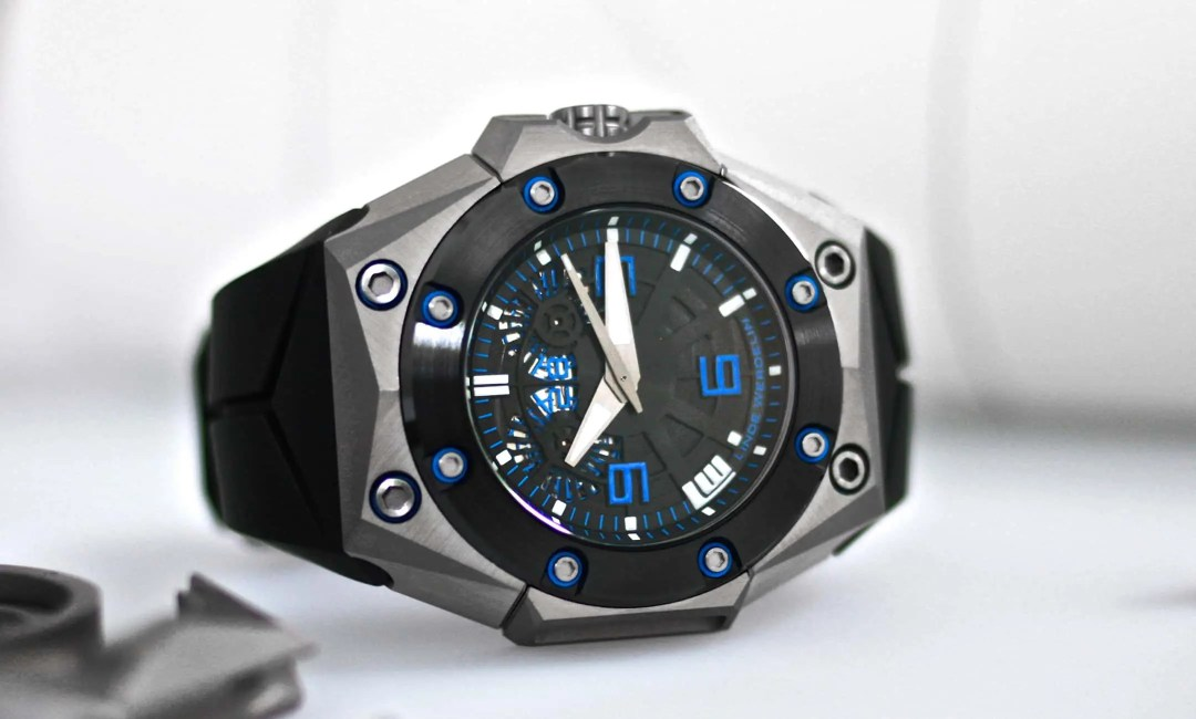 An example of a Linde Werdelin pre-owned Double Date Oktopus titanium blue watch