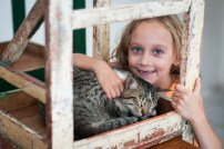 Off to Rio Vermelho for the day to visit our friends the Cate family! Here is Lily and her cat!